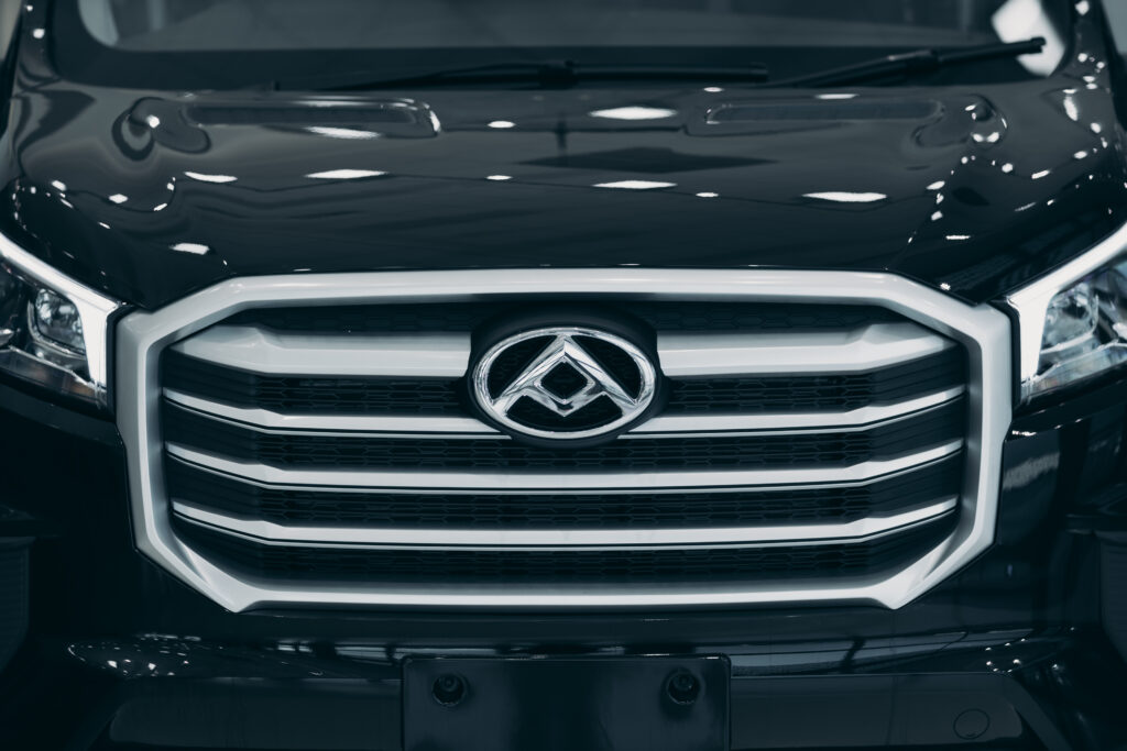 Signature front chrome grill