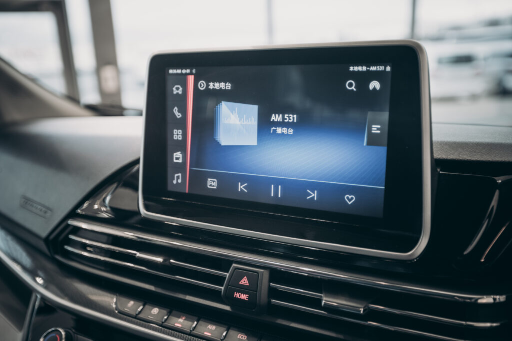 Infotainment system Lux model only